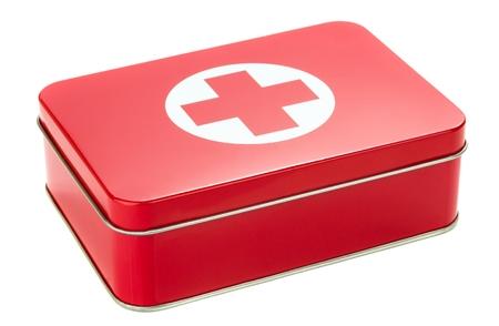 first aid box: NIEDERSACHSEN, ALEMANIA 10 DE AGOSTO DE 2014- Un botiqu�n de metal sobre un fondo blanco