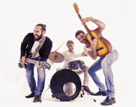 concerto rock: banda de rock realiza en un estudio