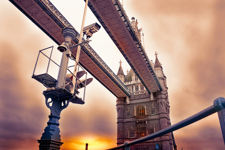 view of Tower Bridge in London and traffic light that regulates the drawbridge Banco de Imagens