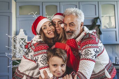 happy family reunited on christmas day hugging each other at home Banque d'images