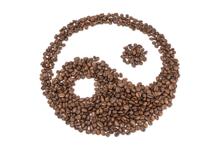 cafe colombiano: Pile of roasted coffee beans isolated on a white background cutout
