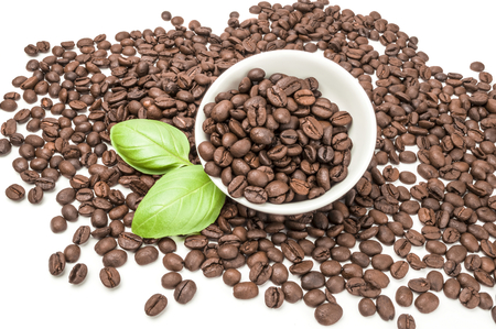 granos de cafe: Coffee grains isolated on a white background cutout