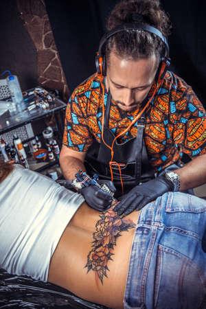 Tattoo artist works in tatoo salon Stock fotó