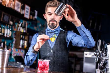 Barman makes a cocktail on the pothouse Reklamní fotografie