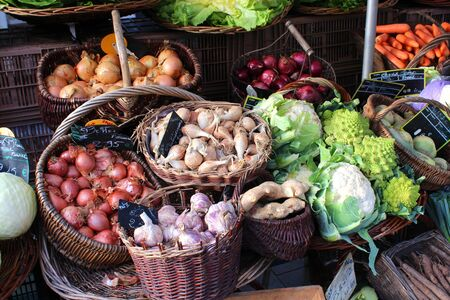 Fresh vegetable stall in a farmer's market Banque d'images