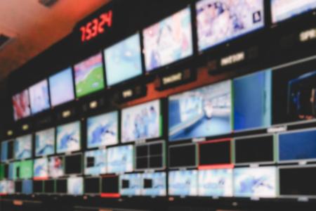 Commutateur vidéo d'image floue de l'émission de télévision, fonctionnant avec un mélangeur vidéo et audio, contrôle les émissions dans le studio d'enregistrement.