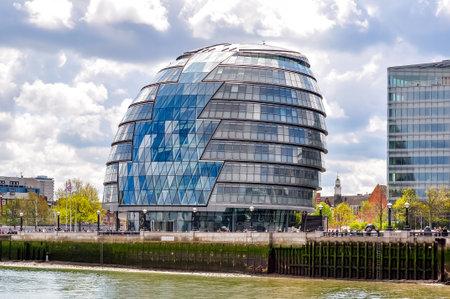 London, UK - April 2018: City Hall building in London 新聞圖片