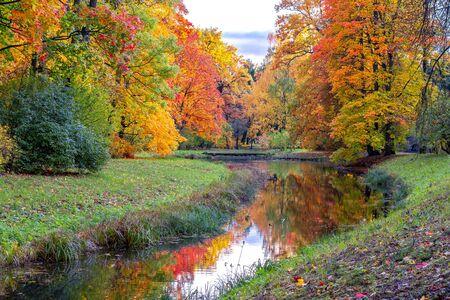 秋のキャサリンパーク、ツァルスコエセロ(プーシキン)、サンクトペテルブルク、ロシア