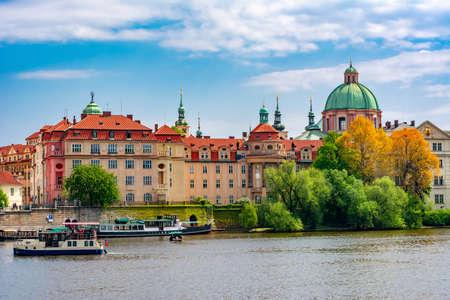 Old Prague architecture and Vltava river, Czech Republic Foto de archivo