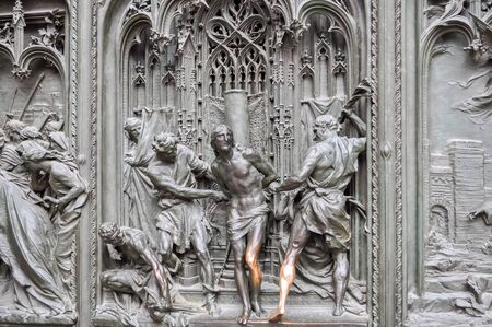 Scenic bas-relief with Jesus Christ on Milan Cathedral (Duomo) facade, Italy Archivio Fotografico