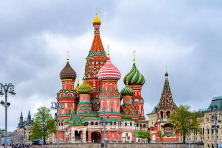 Cathedral of Vasily the Blessed (Saint Basil's Cathedral) on Red Square at sunset, Moscow, Russia Redactioneel
