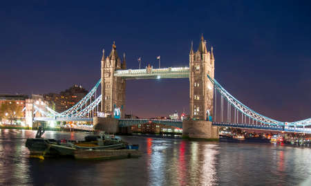 Tower Bridge at night, London, United KIngdom 免版税图像