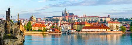 Prague panorama with Charles Bridge and Prague Castle at background, Czech Republic Standard-Bild