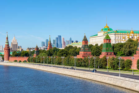Moscow cityscape with Kremlin towers and Grand palace, Russia 新闻类图片