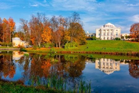 Pavlovsk palace in autumn in Pavlovsky park, Saint Petersburg, Russia 新闻类图片