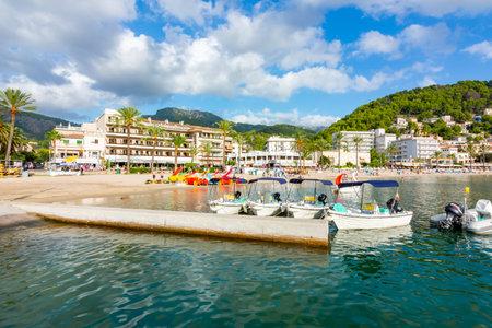Mallorca, Spain - September 2018: Port Soller beach on a sunny day 新闻类图片