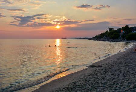 Sunset on Akti Koviou beach on Sithonia peninsula, Chalkidiki, Greece Stockfoto