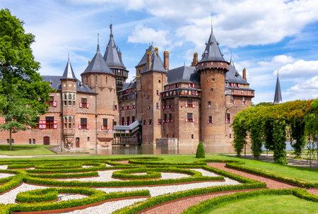 De Haar Castle and park near Utrecht, Netherlands Redactioneel