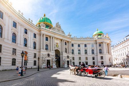 Hofburg palace on St. Michael square (Michaelerplatz), Vienna, Austria Redactioneel