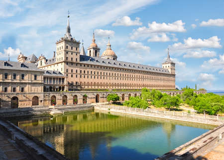 El Escorial Palace near Madrid, Spain Redactioneel