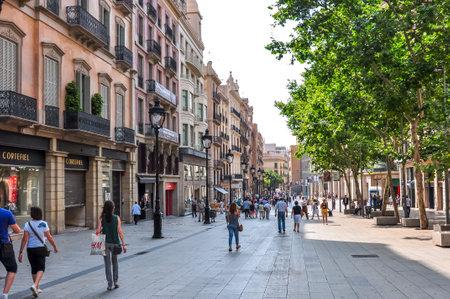 Portal de l'Àngel street in center of Barcelona, Spain Redactioneel