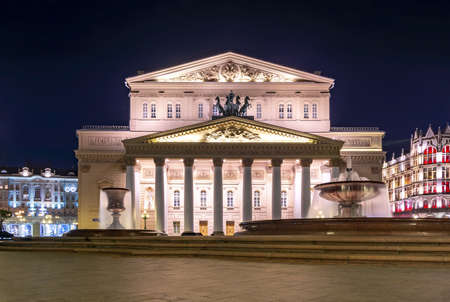 Bolshoi (Big) theater facade at night, Moscow, Russia Redactioneel