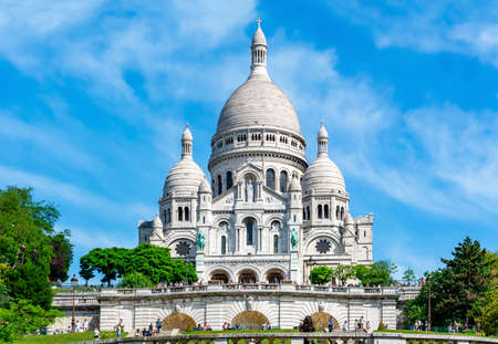 Basilica of Sacre Coeur (Sacred Heart) on Montmartre hill, Paris, France Editoriali