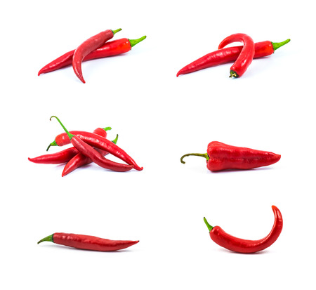 red hot chili peper geà ¯ soleerd op een witte achtergrond