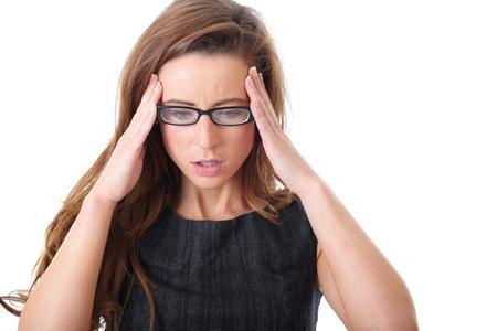 femme inqui�te: Stress� jeune femme d'affaires attrayant isol� sur blanc