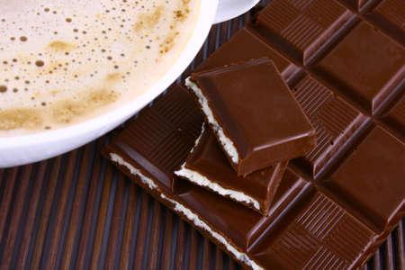 frothy: Tazza di caff� con il cioccolato spumoso cappuccino caff�.