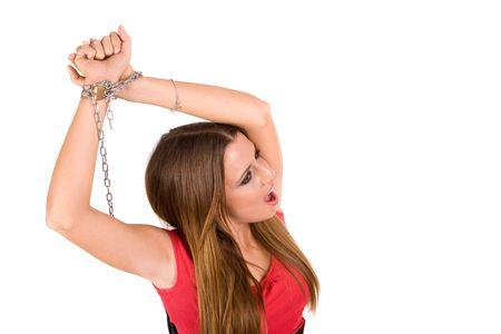 handcuffed: Vrouwelijke geblokkeerd door metalen ketting met pijn aangezicht. Stockfoto