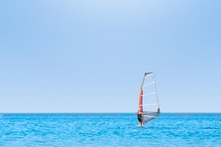windsurf: Windsurf en el mar turquesa.