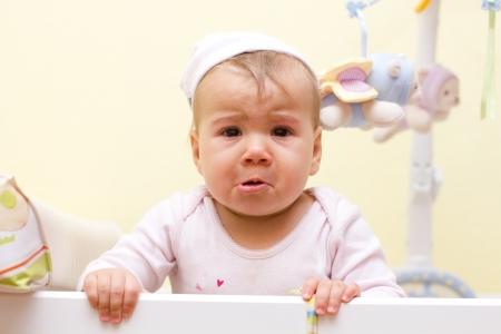 caras de emociones: Retrato de ni?a llorando. Foto de archivo