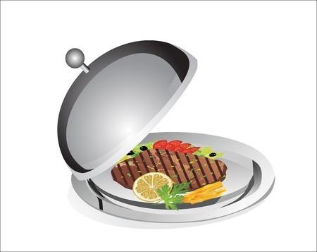 steak plate: Carne a la parrilla, papas fritas y hortalizas francesas en el plato bandeja debajo de la cubierta y alimentos aislados sobre fondo blanco