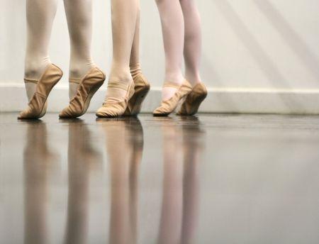 zapatillas ballet: Ballet Dancer Pies - suave y elegante  Foto de archivo