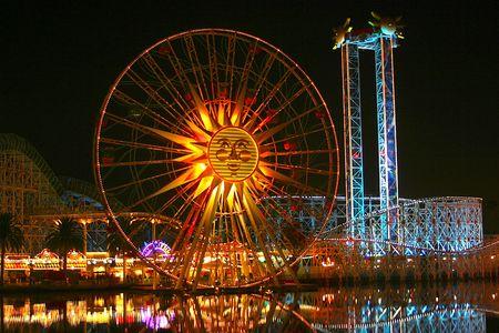 ferriswheel: Un parco di divertimenti di notte