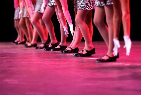 pies bailando: un grupo de j�venes bailarines demuestran su talento y brillantes trajes - imagen pone de relieve una estrecha profundidad de campo