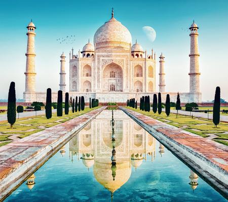 taj mahal w indyjskim regionie uttar pradesh