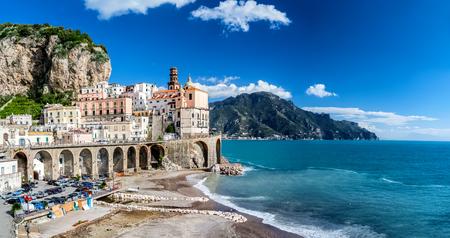 De kust van Amalfi in Italië Stockfoto - 91456573