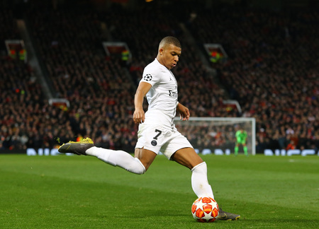 MANCHESTER, ENGLAND - FEBRUARY 12 2019: Kylian Mbappe of PSG during the Champions League match between Manchester United and Paris Saint-Germain at Old Trafford Stadium. Фото со стока - 118527818