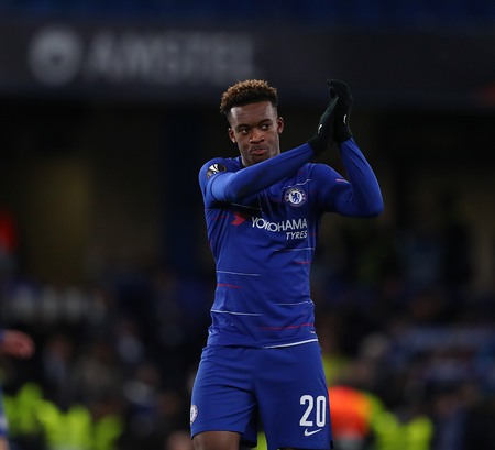 LONDON, ENGLAND - MARCH 7 2019: Callum Hudson-Odoi of Chelsea applauds the fans during the Europa League Round of 16, first leg match between Chelsea and Dynamo Kyiv at Stamford Bridge on March 7 2019 in London, United Kingdom. Редакционное
