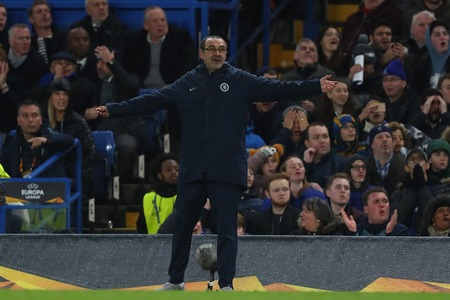 LONDON, ENGLAND - MARCH 7 2019: Maurizio Sarri manager of Chelsea during the Europa League Round of 16, first leg match between Chelsea and Dynamo Kyiv at Stamford Bridge on March 7 2019 in London, United Kingdom. 新聞圖片