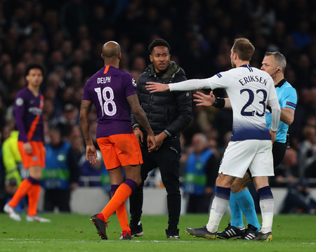 LONDON, ENGLAND: 09 MAR 2019. A pitch invader is confronted by Fabian Delph of Man City during the UEFA Champions League Quarter Final, First Leg match, Tottenham Hotspur v Manchester City at The Tottenham Hotspur Stadium, London, UK. Редакционное