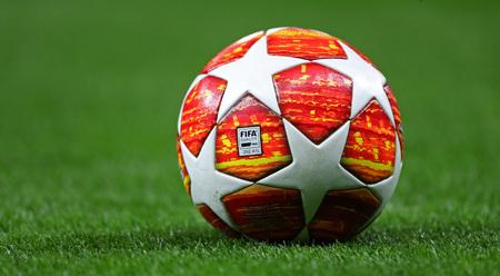 LONDON, ENGLAND: 09 MAR 2019. The match ball for the UEFA Champions League Quarter Final, First Leg match Редакционное
