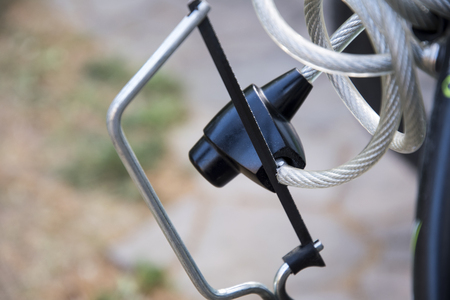 saw a bicicle lock