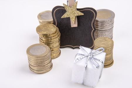 leeres Etikett mit Stern- und Euromünzen