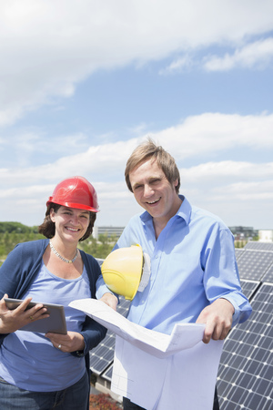 customer support: Female architect planning client solar energy meeting