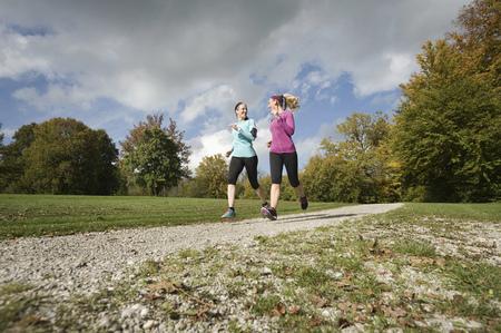 Women jogging in park, Woerthsee, Bavaria, Germany LANG_EVOIMAGES