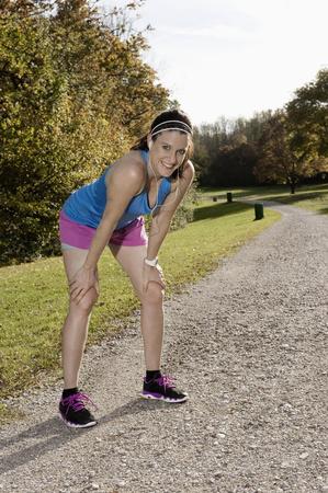 Mujer corriendo en el parque, Woerthsee, Baviera, Alemania LANG_EVOIMAGES