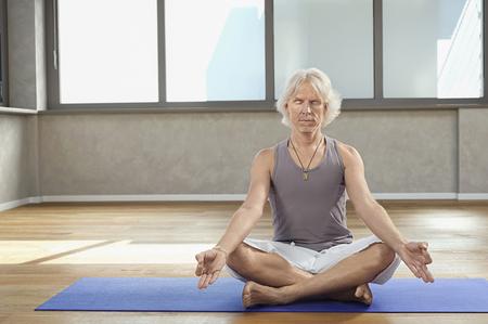 plainness: Senior man sitting practicing Yoga Dyana